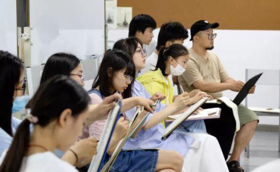 2021年九大美院美术招生汇总,这些美院不校考也能报专业!
