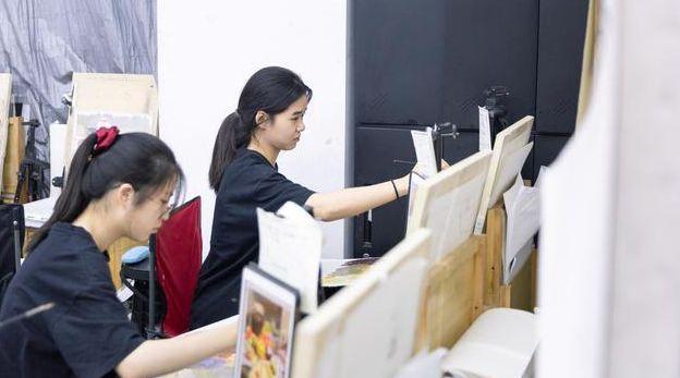 家庭条件一般还要学美术做美术生吗?这些可能会影响你一生!