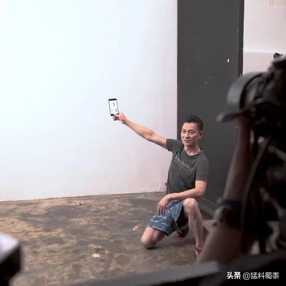刘德华60岁生日秀身材,唱功依旧不减当年!